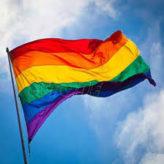 Même crampons aux pieds, le lobby gay milite !