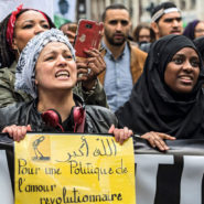 Macron cède aux racialistes et aux décoloniaux !