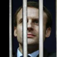 Macron doit s'évader de la macronie !