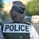 Combien de policières devront-ils encore poignarder ?