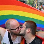 Un car LGBT attaqué par des cathos intégristes !